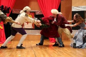 "Szene aus dem Theaterstück ""Liebe! befiehlt der König"""